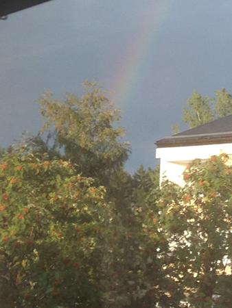Mörk himmel o regnbåge