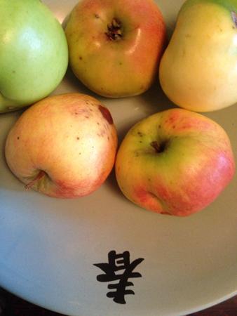 Fem äpplen
