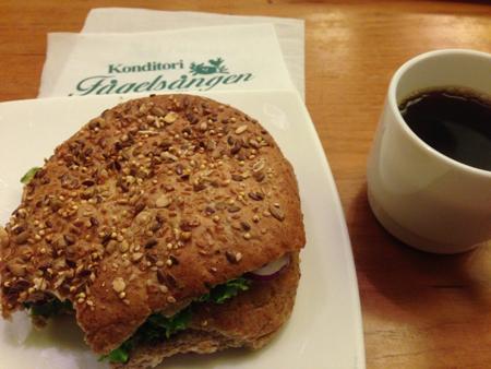 Kaffe och fiberrik macka