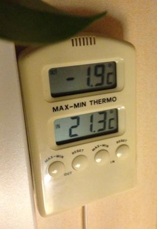 Termometer som visar minus en komma nio grader