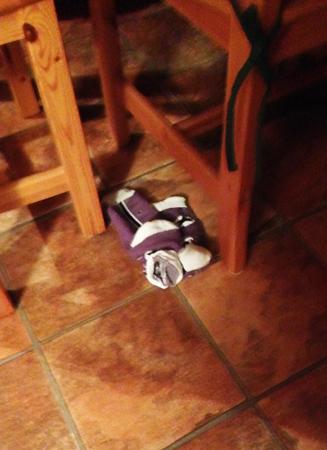 Strumpor på köksgolvet