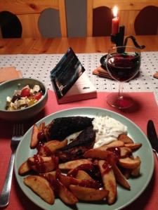 Kycklingfilé vin tzatziki potatisklyftor tänt ljus bok