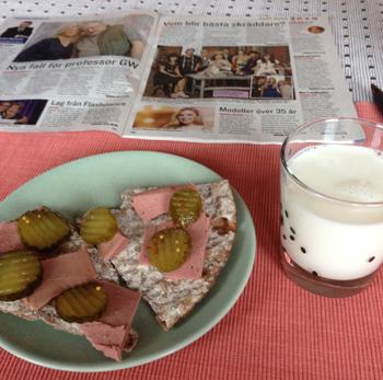 Leverpastejmackor och mjölk