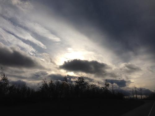 Mörka moln på himlen