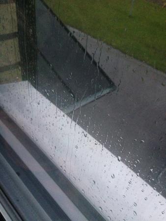 Regn på köksfönstret