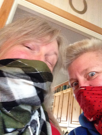 Två maskerade muppar