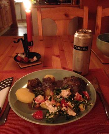 En portion torsk med tillbehör och en öl