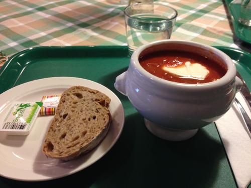 Tomatsoppa och bröd