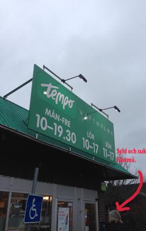 Anna utanför Tempo i Vattholma