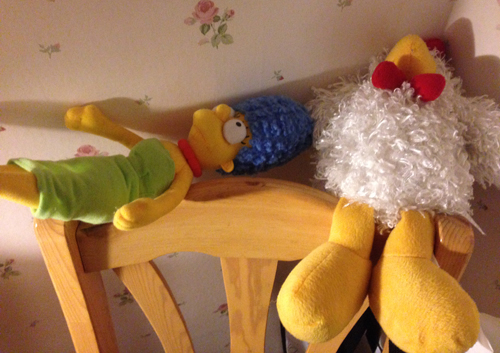 Marge och Tuppen på en stol