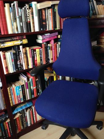 Skrivbordsstol i hörnet