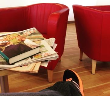 Röda fåtöljer o min sko