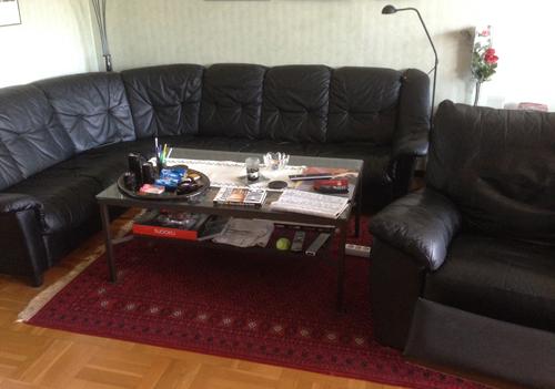 Soffa soffbord och bästefåtölj