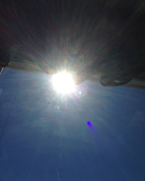 Sol genom köksfönstret