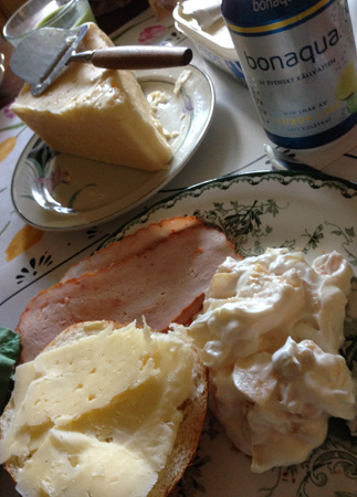 Kallskuret mimosasallad bröd