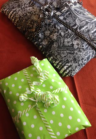 Ett svart paket och ett grönt paket