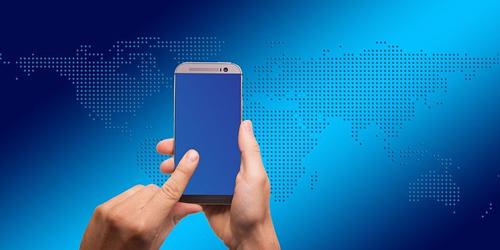 smartphone och världskarta