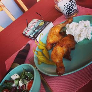 Kycklinglår med potatissallad och grönsallad