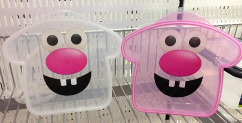 Två glada plastburkar