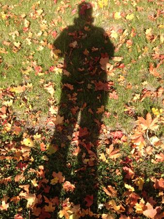 Min skugga bland höstlöven