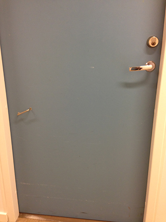Lågt handtag på chefens dörr