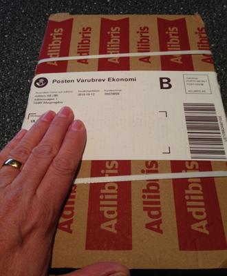 Paket från Adlibris