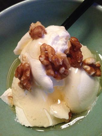 Turkisk yoghurt valnötter och akaciahonung
