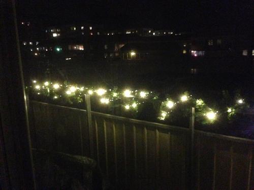 Tänd ljusslinga på balkongen