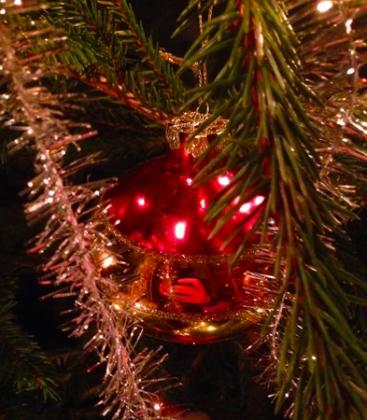 Röd julgranskula