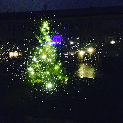 Regn på fönstret o julgran