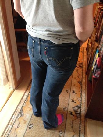 Smala Anna provar nygamla jeans