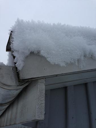 Snö på garagetak