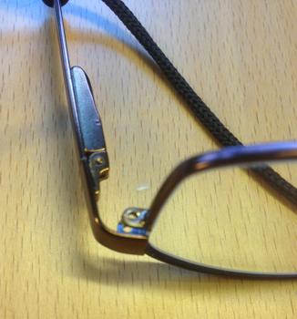 Tappad skruv glasögon