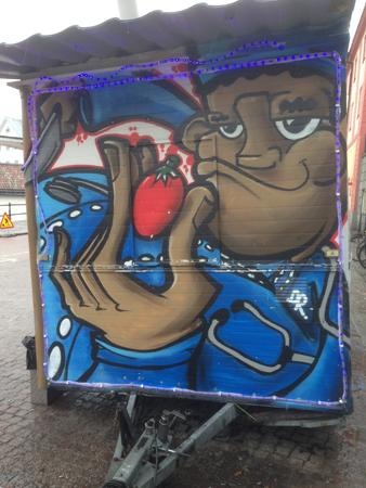 Graffiti på matvagne gubbe med jordgubbe