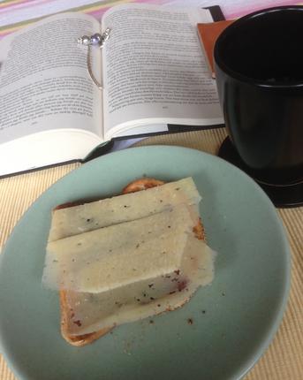 Bok rostat och kaffe