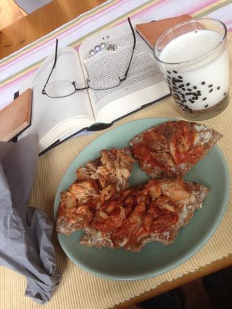Knäckemackor med makrill mjölk och bok