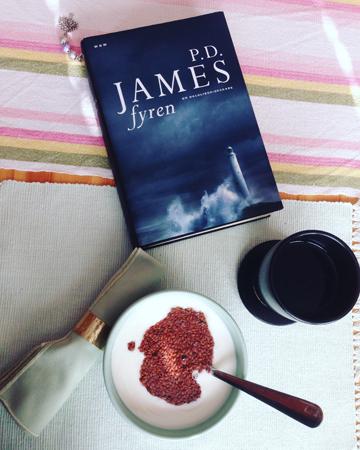 Frukost med fil linfrö bok o kaffe
