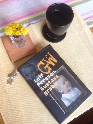 Tussilago kaffe och bok