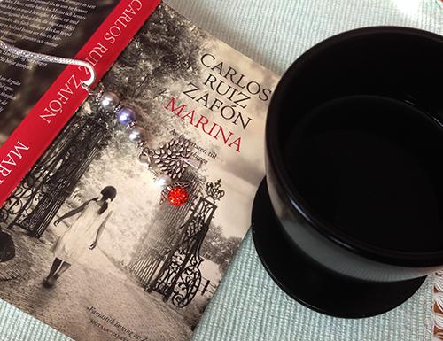 Bok och svart morgonkaffe