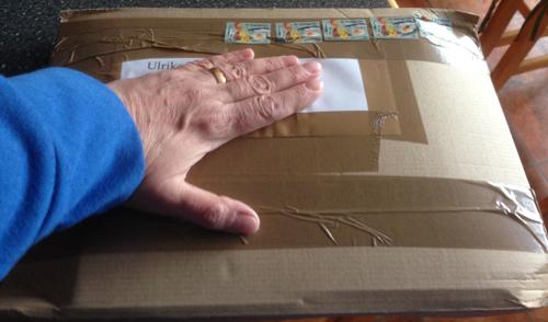 Hand på paket
