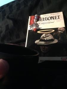 Kaffe och Helgonetbok i sängen